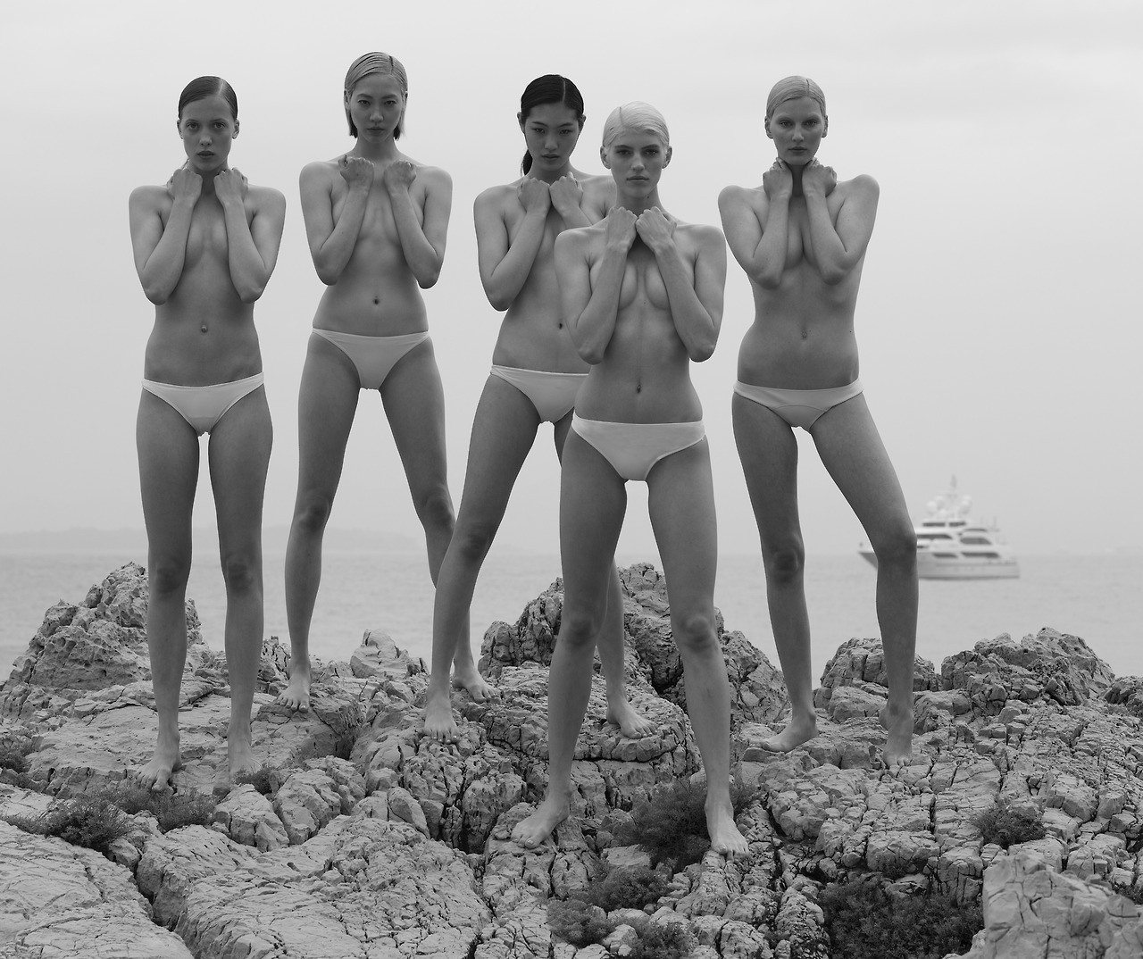CR Fashion Book Hotel Eden Roc Cap d'Antibes models front